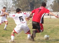 7 LIGAS: AMBOS MUNDO 0-1 EL HURACAN