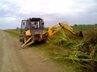 Trabajan en los caminos rurales