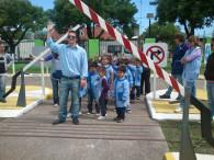 Alumnos concurren a la plaza Galvez