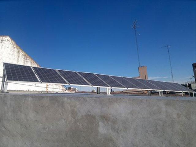 Paneles solares en funcionamiento
