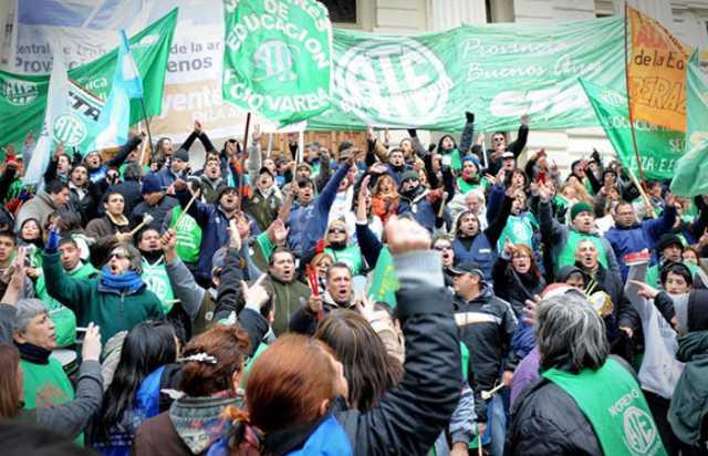 Médicos y estatales comienzan huelga de 48 horas