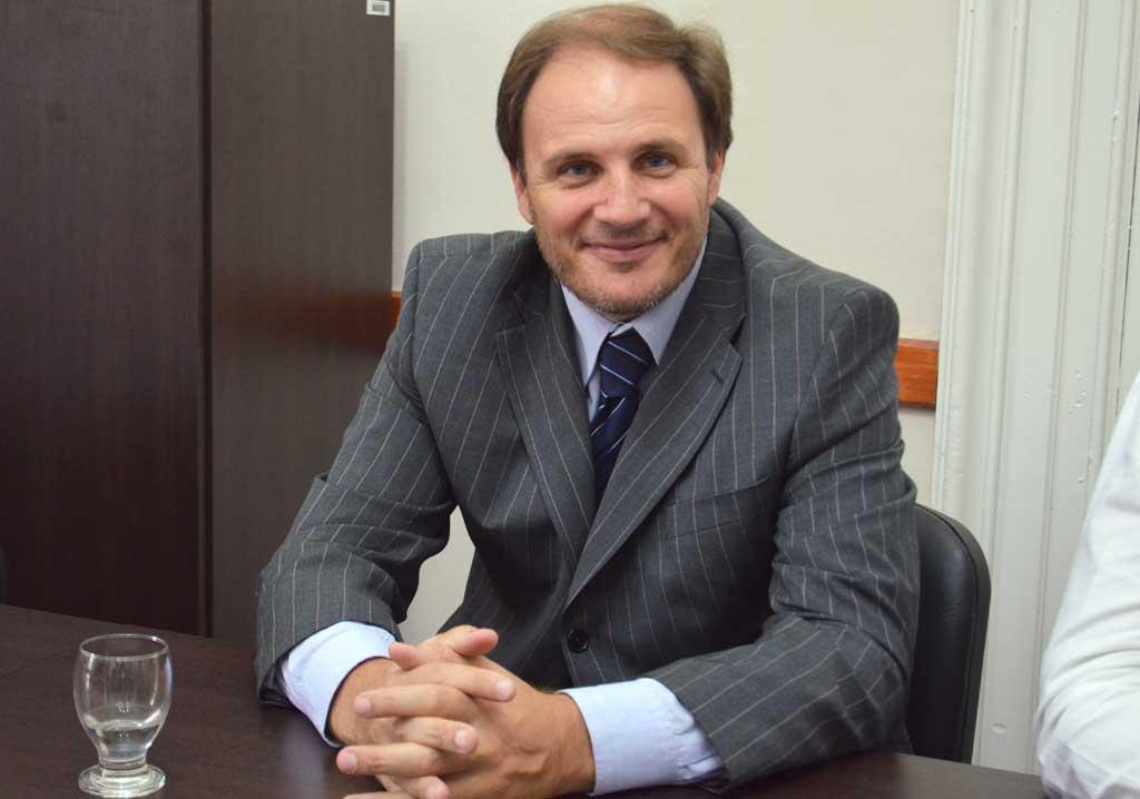 Santiago propone crear oficinas de