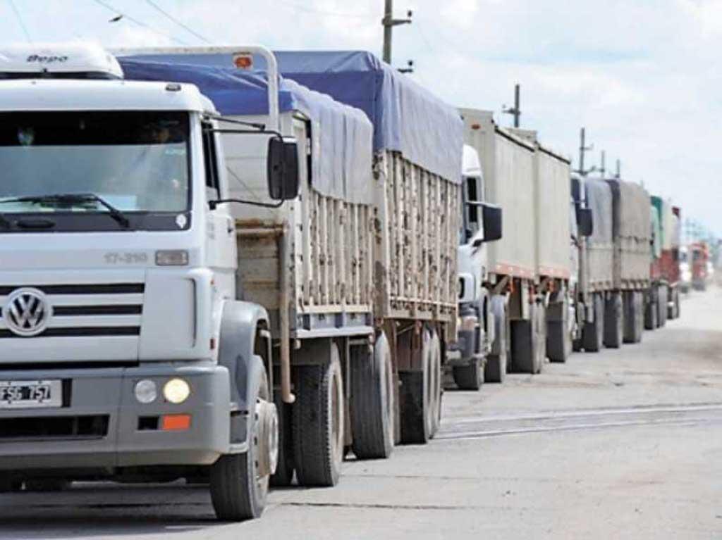 La Bolsa de Cereales llamó al diálogo para resolver el conflicto de parte de los transportistas de granos