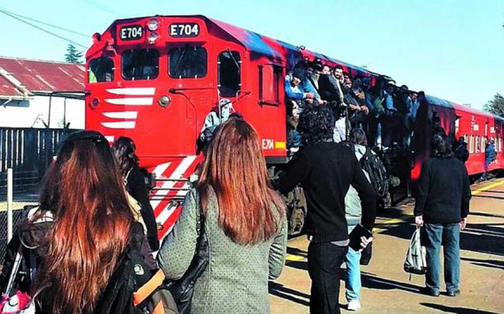 Vecinos reclaman después de seis meses sin trenes y aún no hay plazos para la vuelta del servicio