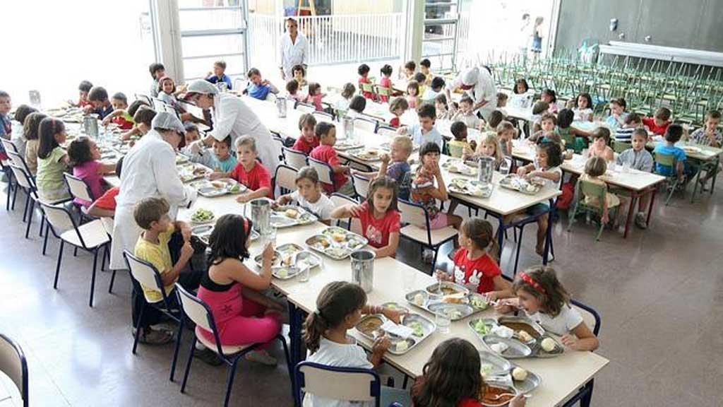 """Advierten que """"es mentira"""" que hayan suspendido servicio de comedores escolares"""