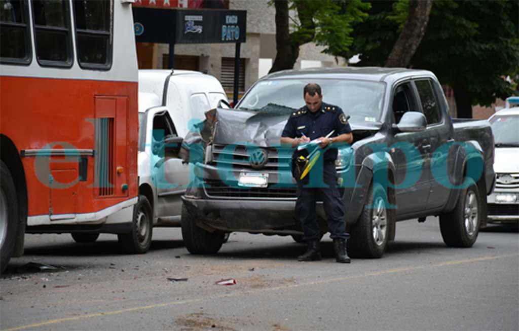 Rojense provocó un espectacular accidente en cadena en Pergamino