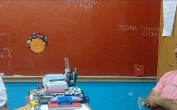 Santiago Uribe entregó donación a la escuela primaria de Carabelas