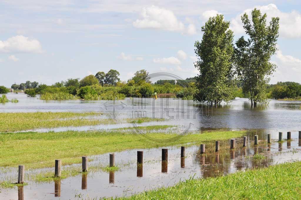El agua comenzó a bajar en el noroeste provincial
