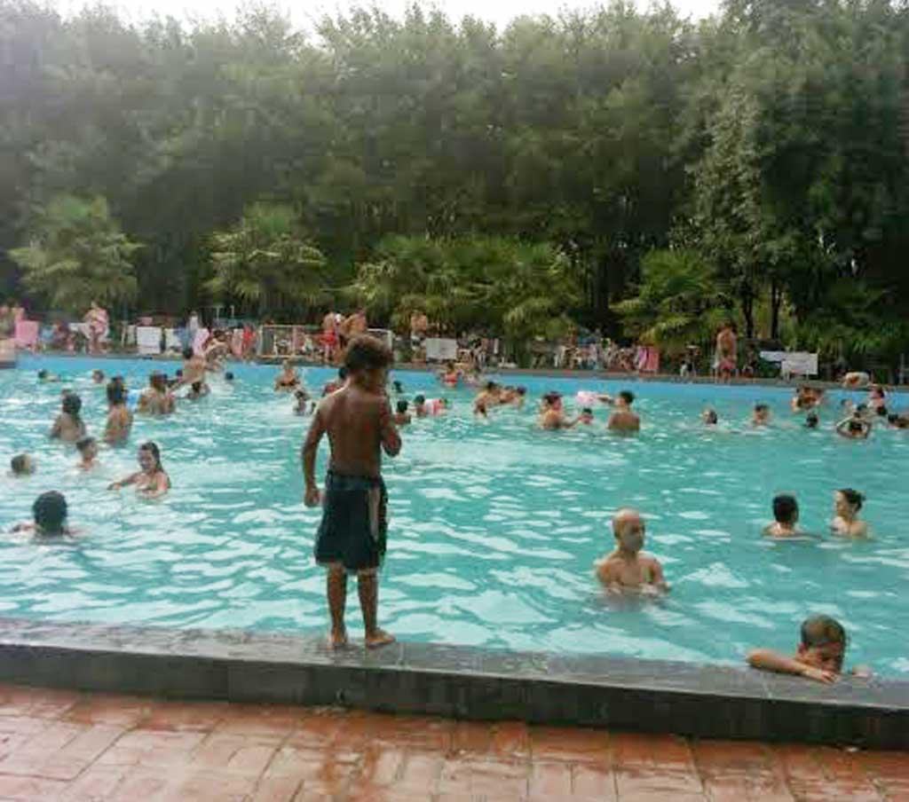Cientos de rojenses disfrutaron del parque La Colonia-Cecir