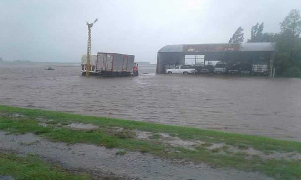 Hay 400 evacuados y una decena de localidades inundadas por las lluvias