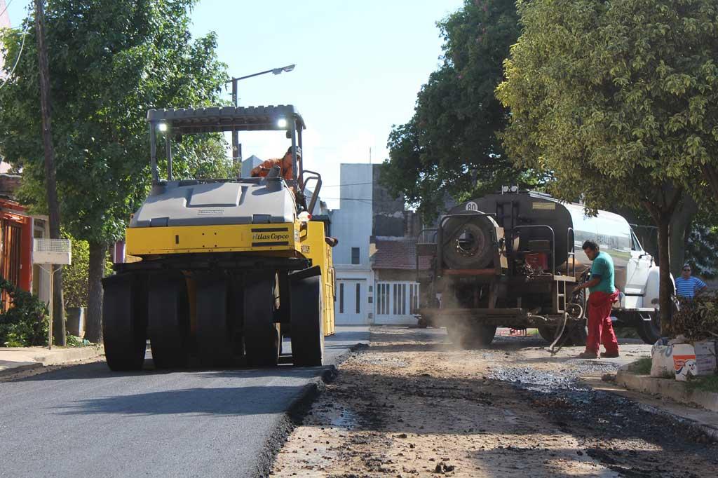 Dos barrios de la ciudad ya cuentan con sus calles asfaltadas