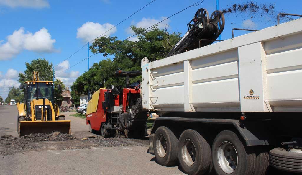 Dio inicio la obra de reasfaltado de la avenida Tres de Febrero