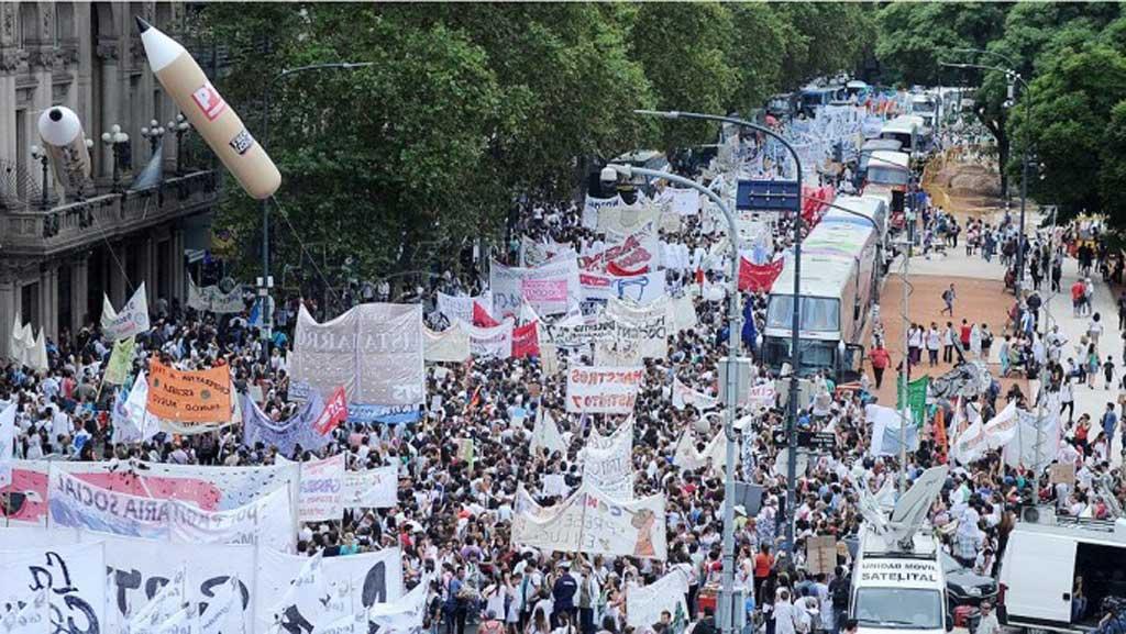 La multitudinaria Marcha Federal Educativa confluyó en Plaza de Mayo