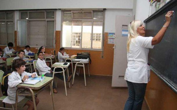 El Gobierno oficializó la experiencia pedagógica, que realizará en 600 escuelas