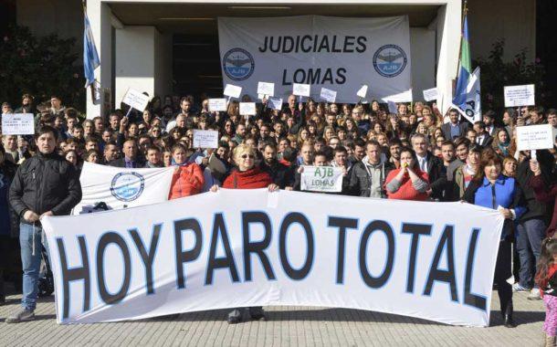 Judiciales siguen de paro y realizan una caravana a La Plata