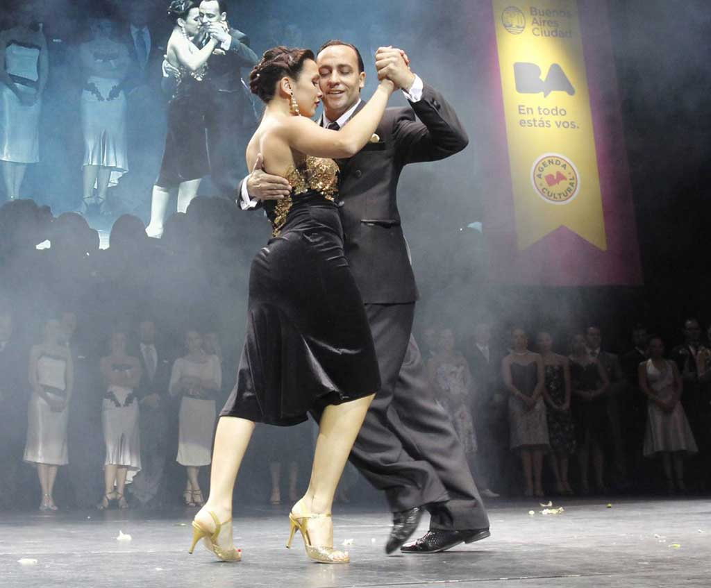 Espectáculo de folklore, tango y milonga