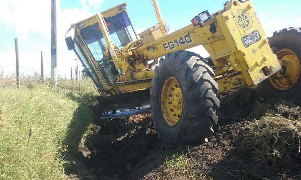Reparan caminos rurales en Carabelas