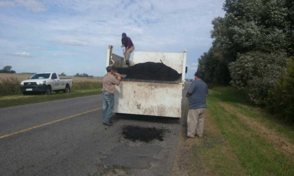 Realizan trabajos de bacheo en la Ruta 31
