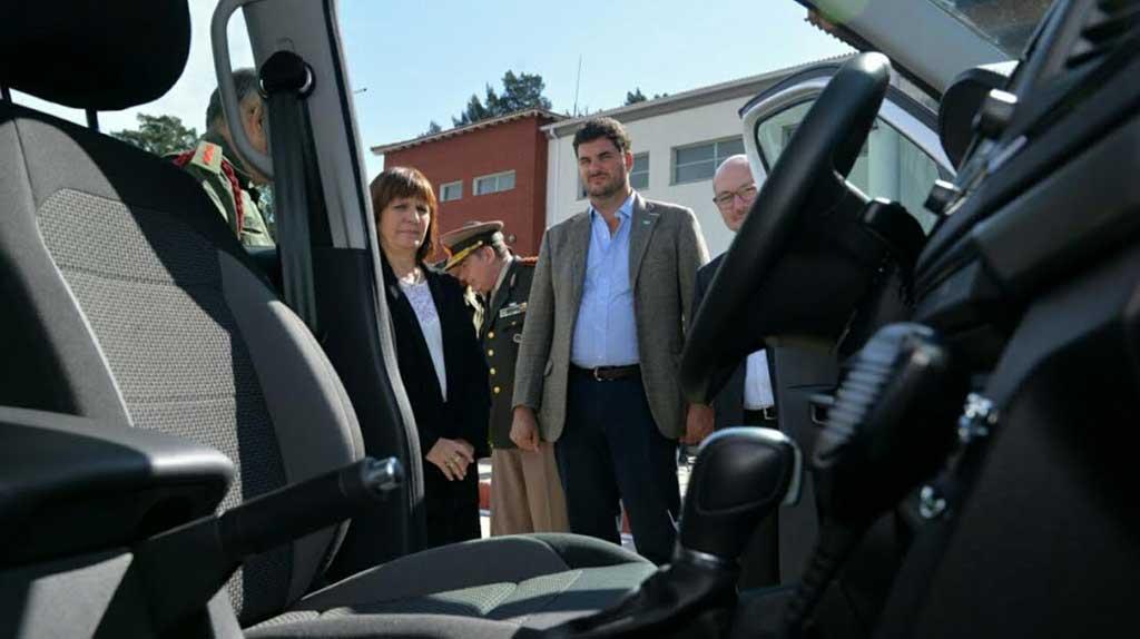 Bullrich entregó 180 camionetas a la Gendarmería Nacional para fortalecer su despliegue en terrenos complejos