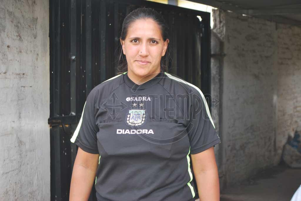 Por primera vez una mujer dirigió en el fútbol de Rojas