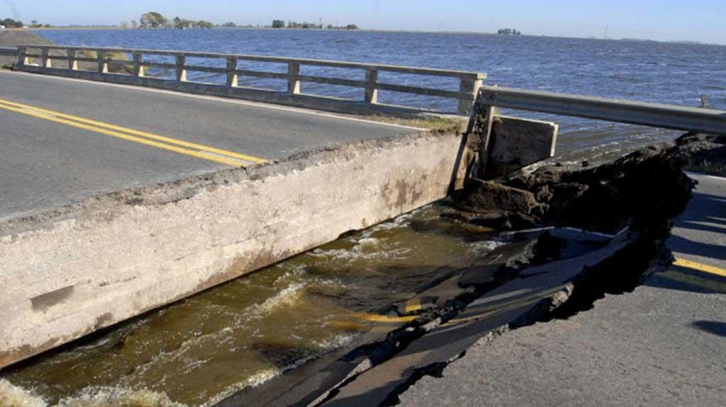 Se rompió un puente en Junín y la ruta 188 quedó cortada al tránsito