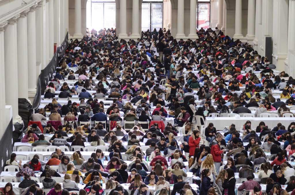 Más de 3.800 jóvenes rindieron el examen para ser residentes