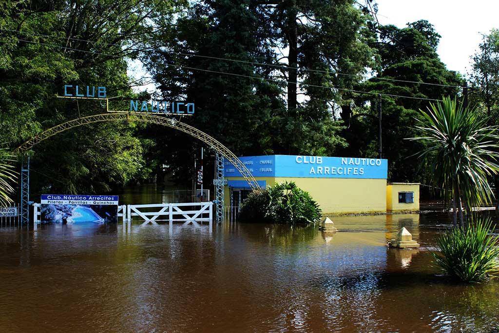 Daniel Salvador recorrió Arrecifes tras la inundación