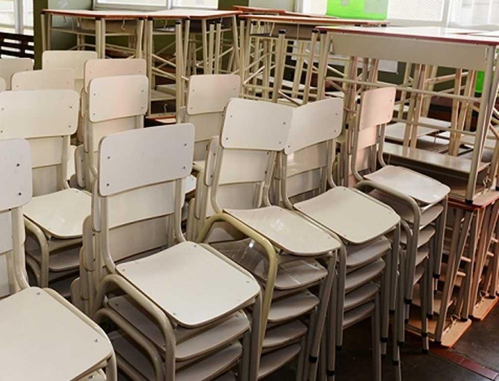 La Provincia ya reacondicionó 450 aulas de 70 distritos