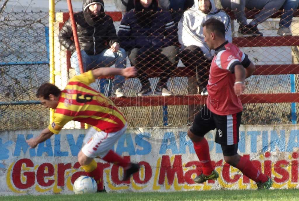 Agónicamente, Carabelas se impuso a Barracas por 3 a 2 y lo eliminó de la Alianza Deportiva