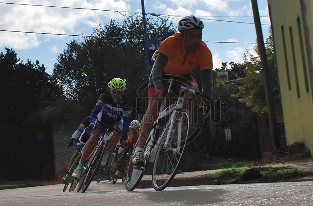 Rojas vivió una gran jornada de ciclismo