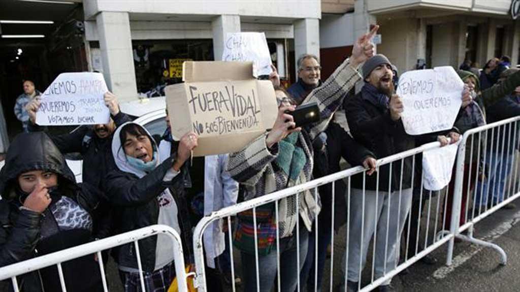 En Mar del Plata y ante una protesta, Vidal pidió