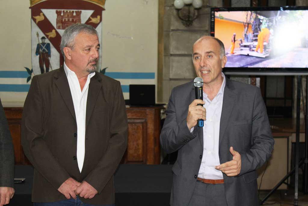 El director regional de IOMA entregó credenciales en Rojas