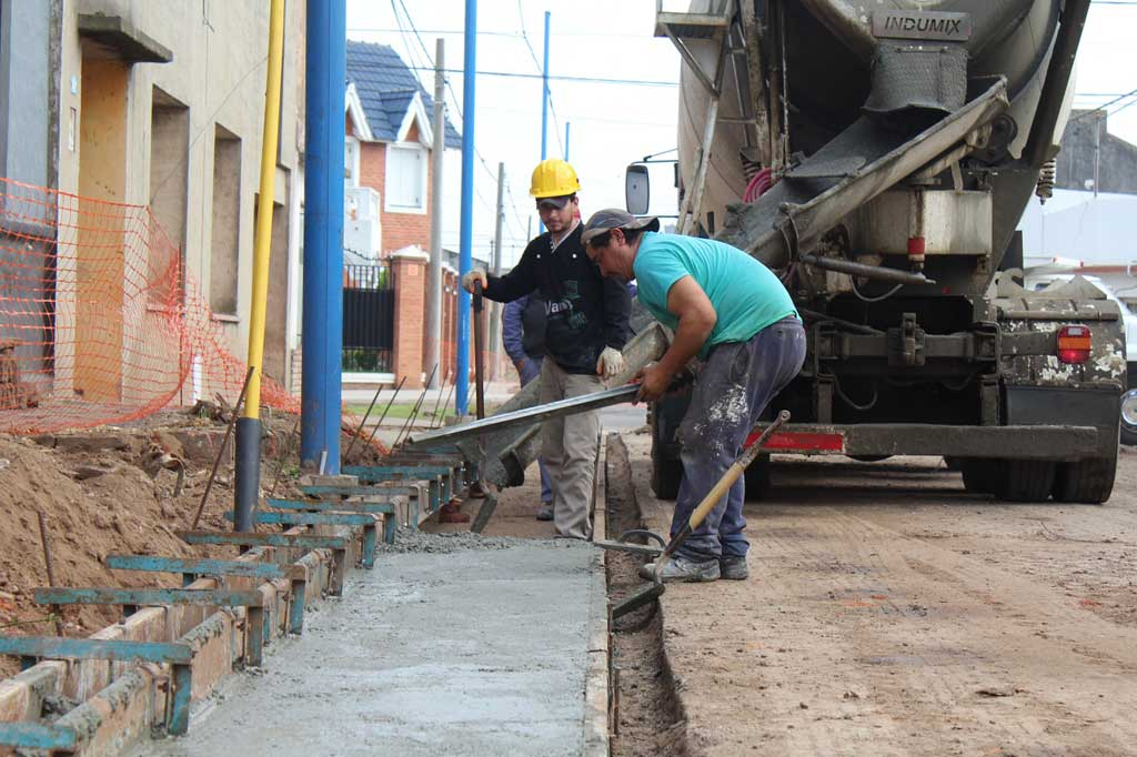 Está en marcha la obra de asfalto de calle Paso