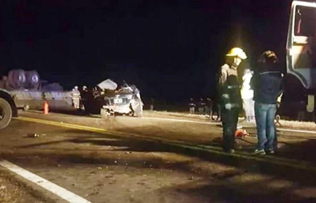 Chocaron un auto y un camión en Pergamino: cuatro muertos
