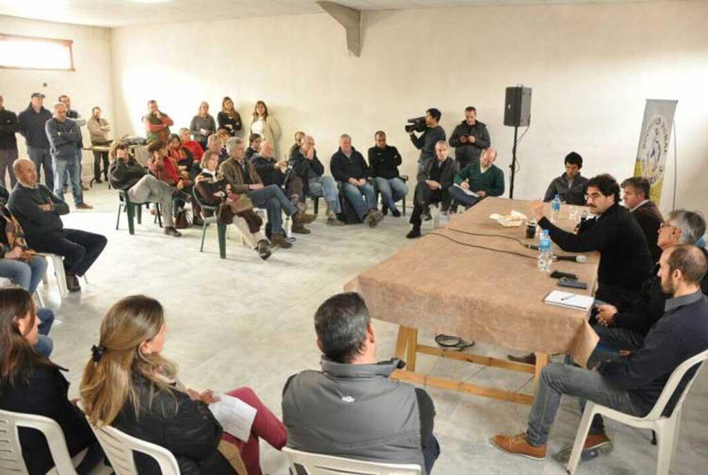 Sarquís analizó situación hídrica con productores de Daireaux y Bolívar
