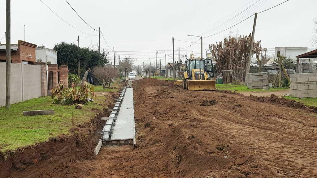 Comenzó la obra de cordón cuneta en Villa Corina y Progreso
