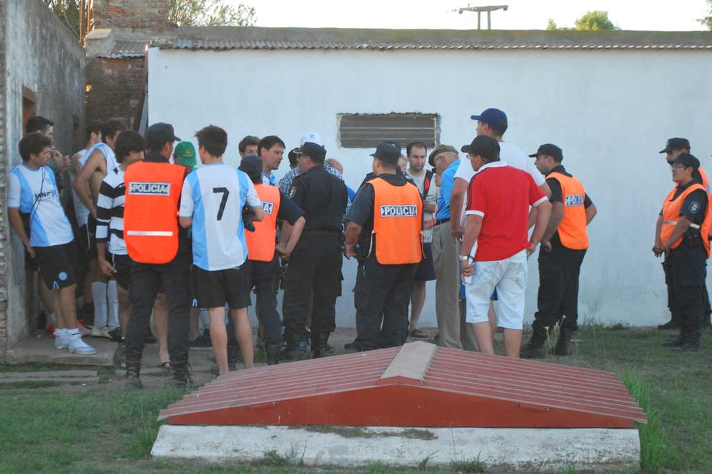 Lo ganaba Argentino, lo empató Cerminara; luego la violencia
