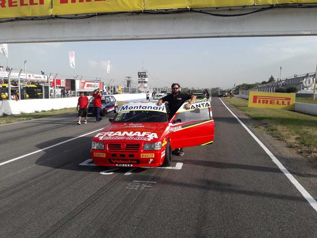Autos: Daniel Camarasa debutó en el Turismo Pista
