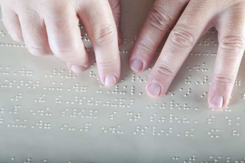 Proponen instalar placas en braille en los edificios públicos bonaerenses
