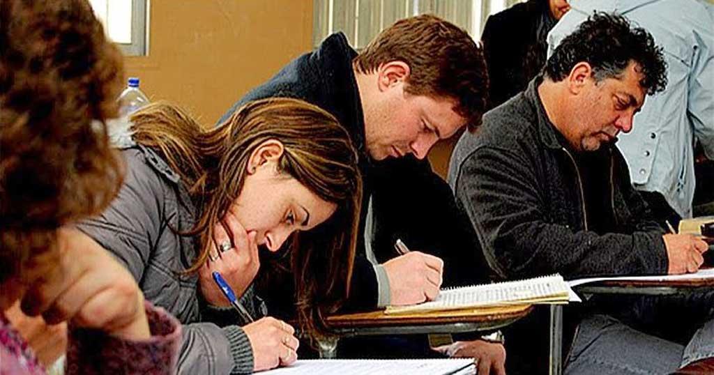 Los adultos inscriptos para terminar la escuela se incrementaron en más de 100 mil