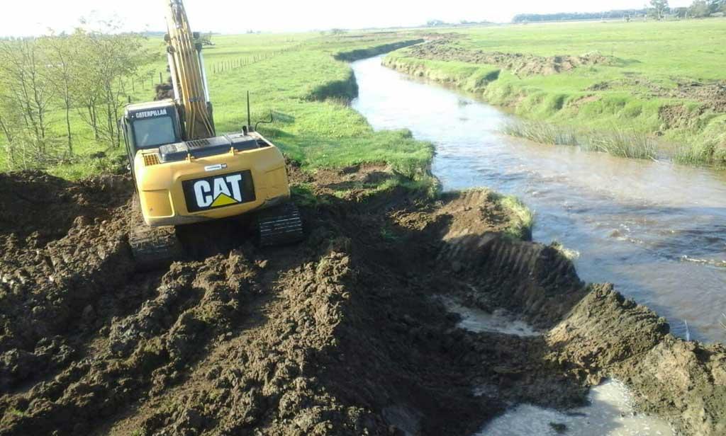 Continuan los trabajos de limpieza en el Arroyo Dulce