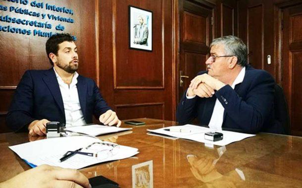Bragado firmó un convenio para renovar la señalética de la ciudad