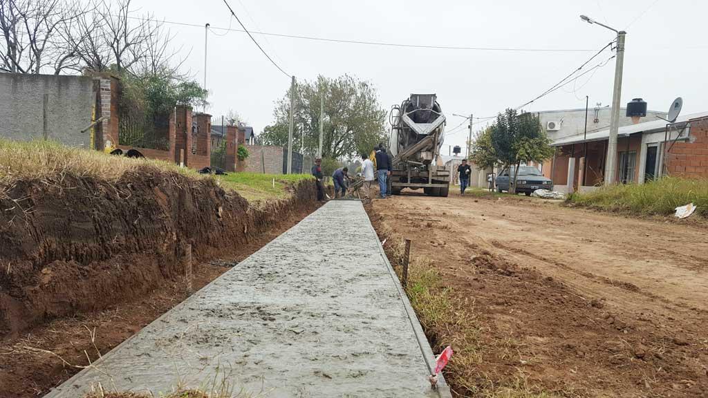 Dio inicio la obra de cordón cuneta en los barrios Mudynda y Multinversión