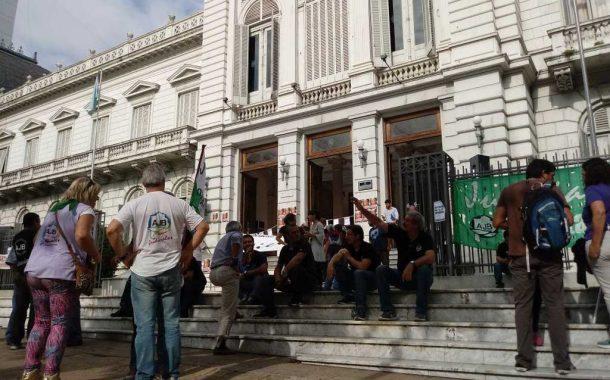 Médicos y judiciales paran y marchan a Plaza de Mayo