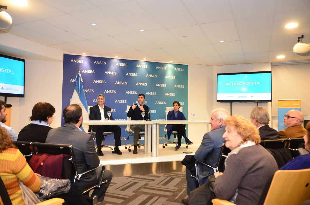 La ANSES presentó el programa inclusión digital para adultos mayores
