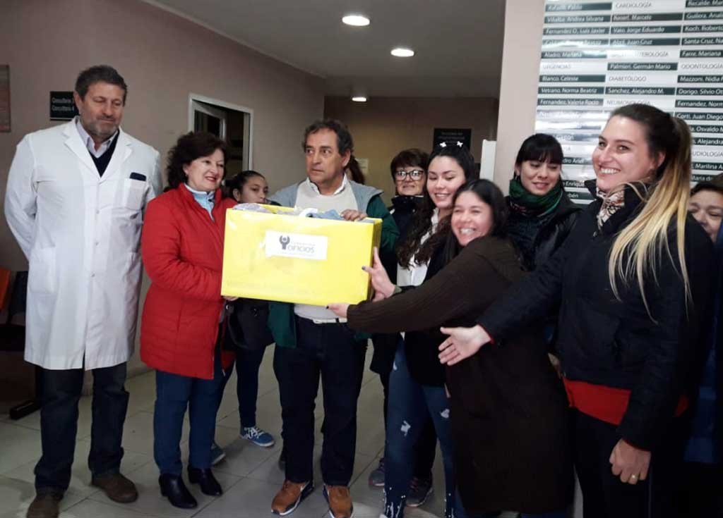 Programa Aprender Más: alumnas entregaron donaciones al Hospital y al Asilo de Ancianos