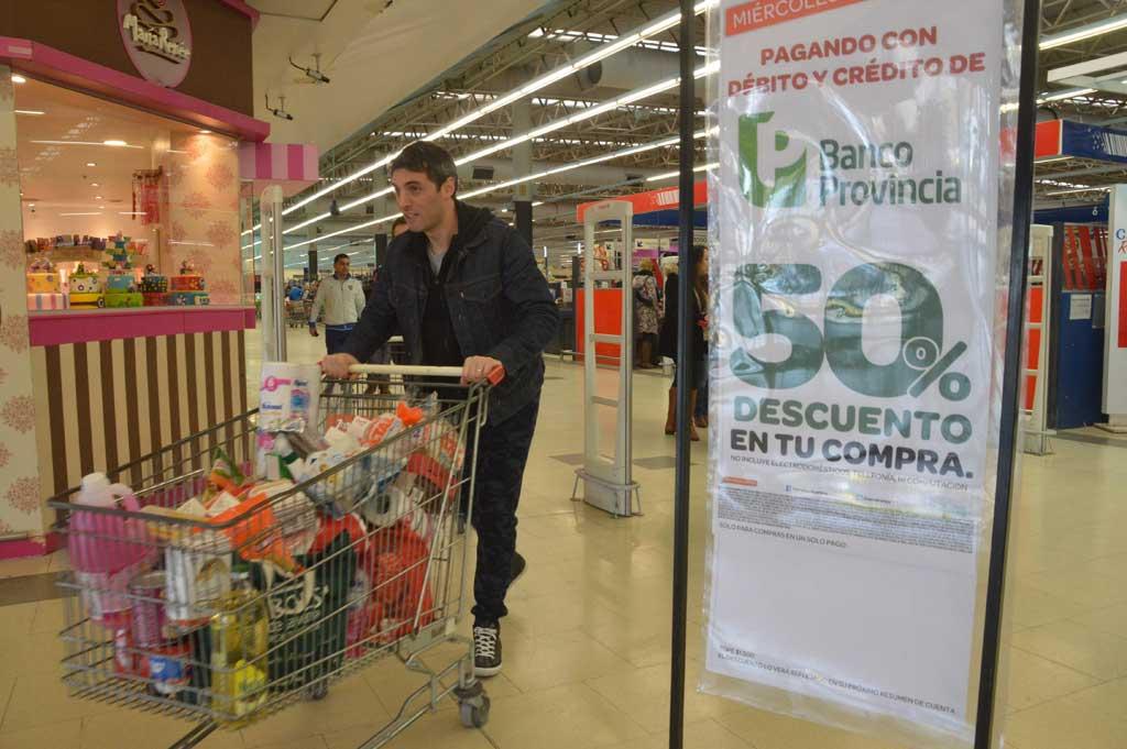 El Bapro repone los descuentos del 50% para compras en supermercados