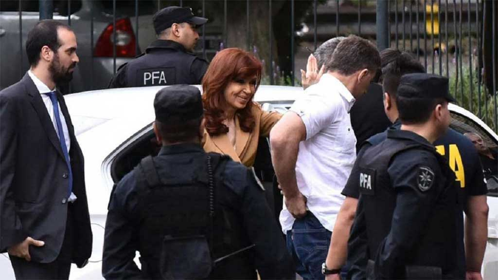 Cristina presentó escrito, acusó a Bonadio y apuntó a la familia Macri