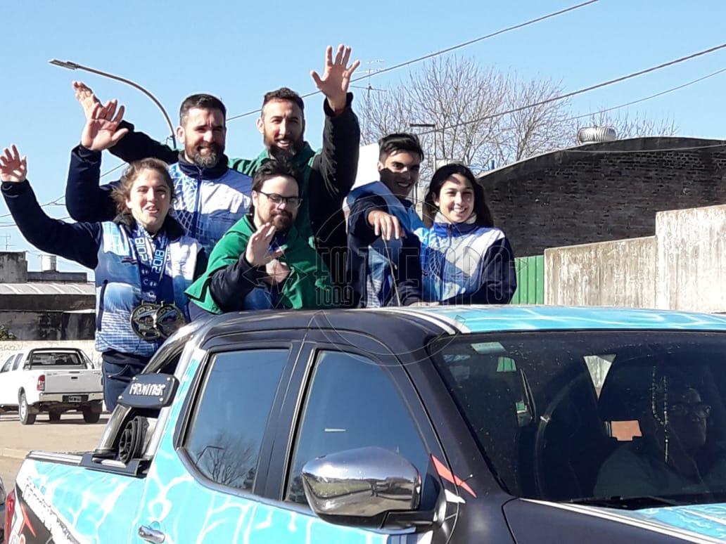 Con una caravana recibieron al equipo rojense que participó del mundial de Taekwondo