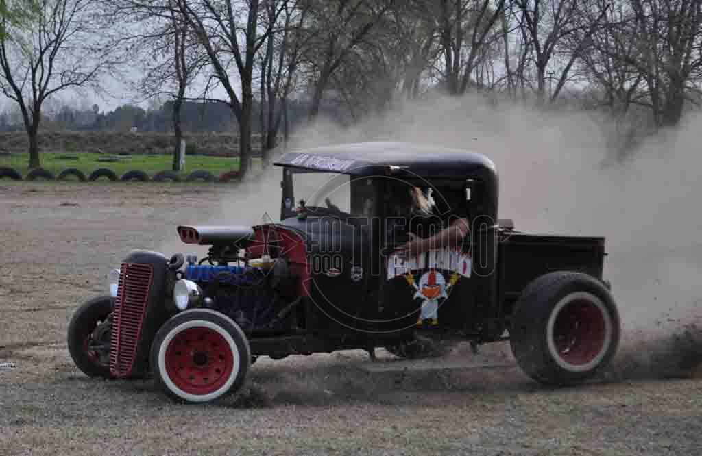 Los hot rod y autos antiguos brindaron un espectáculo distinto a la ciudad